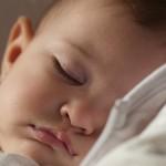 「赤ちゃんが寝ぐずりするのは怖いと感じているから」と考えると優しい気持ちになれた話